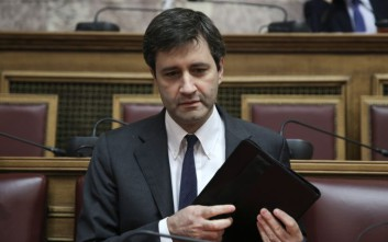 Χουλιαράκης: Αναγνωρίζουμε ότι η φορολογική επιβάρυνση είναι μεγάλη