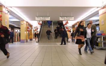 Το δριμύ ψύχος κρατάει ανοιχτό απόψε το σταθμό του μετρό στην Ομόνοια