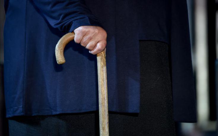 Ηλικιωμένος κατήγγειλε ότι μπούκαραν στο σπίτι του και του άρπαξαν 800 λίρες Αγγλίας