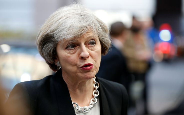 Το «σκληρό Brexit» της Τερέζα Μέι πιέζει τη λίρα