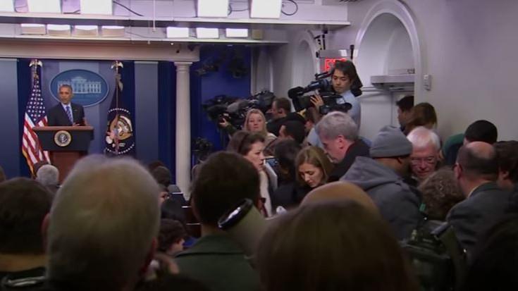 Δημοσιογράφος λιποθύμησε στη συνέντευξη τύπου του Ομπάμα