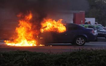 Φωτιά σε εν κινήσει ΙΧ στον Πολύγυρο Χαλκιδικής, πρόλαβε να βγει ο οδηγός