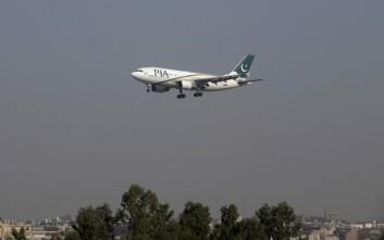 Κάηκαν οι επιβάτες του αεροπλάνου που συνετρίβη στο Πακιστάν