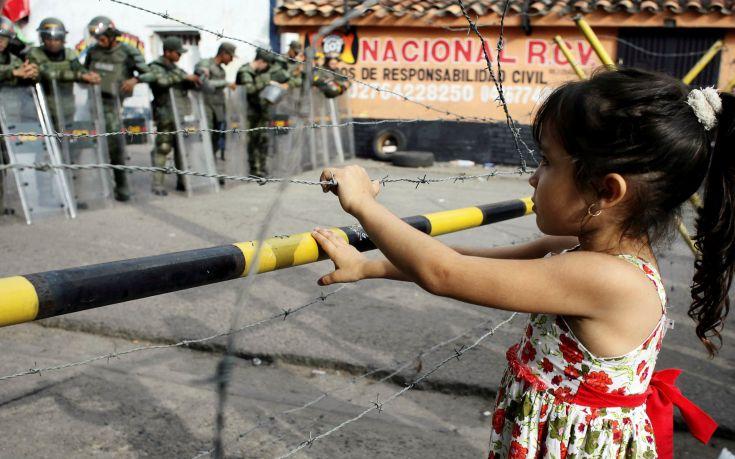 «Χαρίζουν» τα παιδιά τους στη Βενεζουέλα