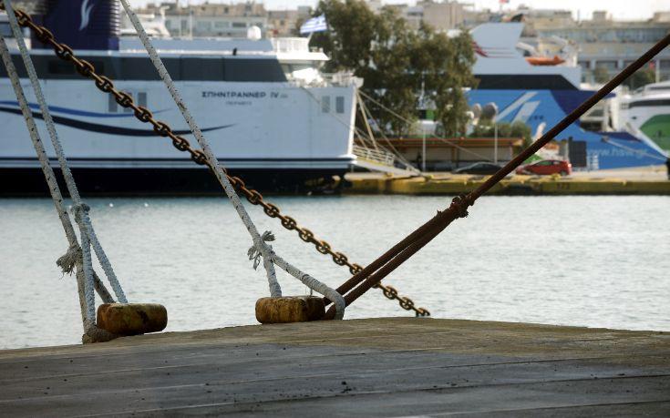 Δεμένα τα πλοία στον Πειραιά