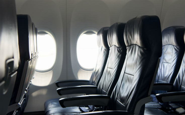 Ποια είναι η χειρότερη θέση στο αεροπλάνο για να κολλήσετε γρίπη