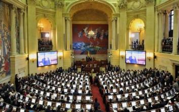 Ανοίγει ο δρόμος για την εφαρμογή της ειρηνευτικής συμφωνίας Κολομβίας-FARC