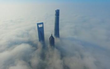 Ουρανοξύστες στην ομίχλη