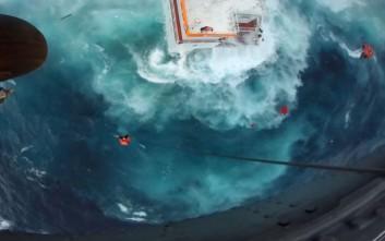 Μάχη για να περιοριστεί η ρύπανση από το ναυάγιο στην Άνδρο