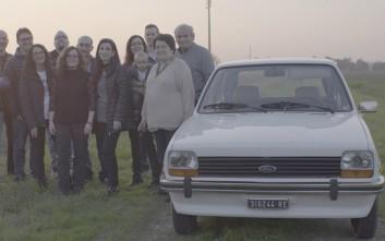 Ξαναζωντάνεψαν ένα Fiesta 38 ετών για να κάνουν έκπληξη στον πατέρα τους