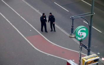 Οδηγός έπεσε με το αυτοκίνητό του σε καφέ του Βερολίνου