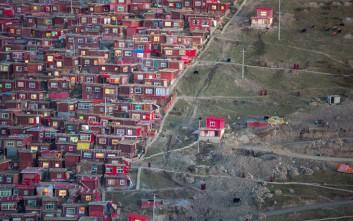 Η απομονωμένη βουδιστική πόλη που κινδυνεύει με εξαφάνιση