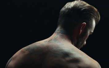 Τα τατουάζ του Μπέκαμ αφηγούνται ιστορίες κακοποίησης παιδιών