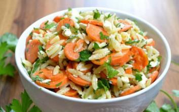 Σαλάτα με καρότο και κριθαράκι