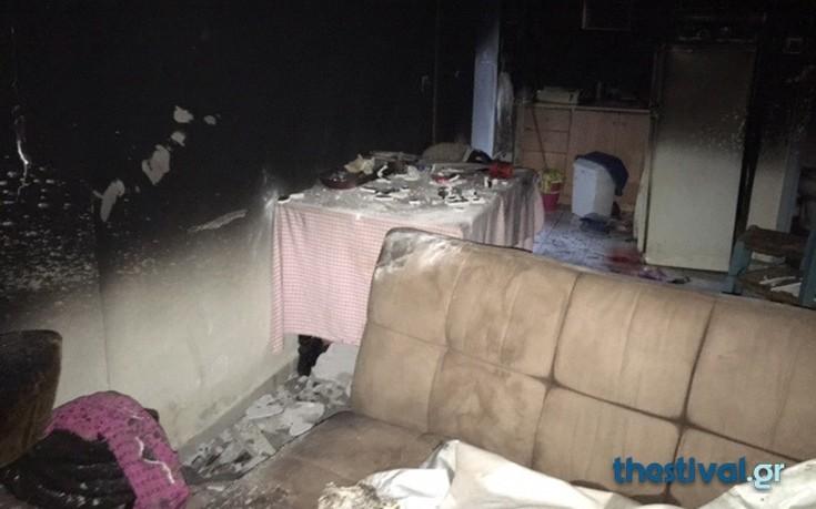Φωτογραφίες από το σπίτι του 61χρονου που αποπειράθηκε να κάψει η σύντροφός του