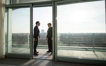 Handelsblatt: Έτοιμη για ελάφρυνση του ελληνικού χρέους η Μέρκελ υπό όρους