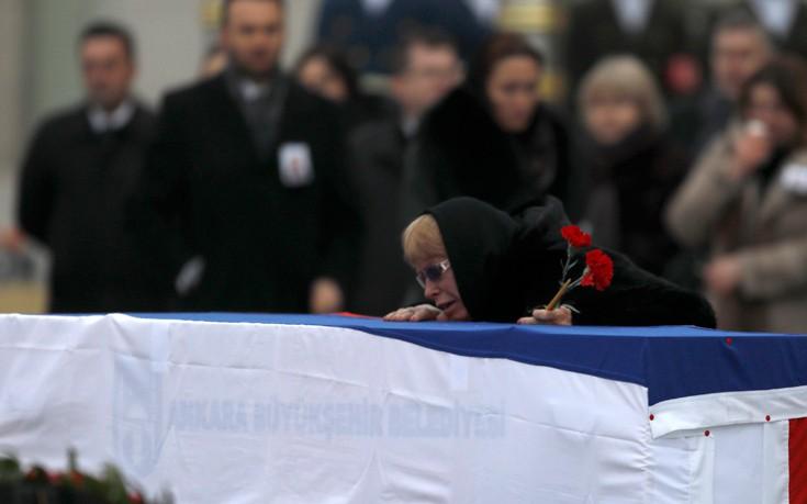 Αναχώρησε για τη Ρωσία η σορός του δολοφονηθέντος πρέσβη