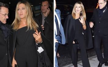 Με το καρτελάκι στα ρούχα βγήκε η Jennifer Aniston