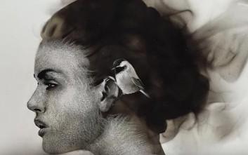 Καλλιτέχνης δημιουργεί εκπληκτικά πορτραίτα με φωτιά