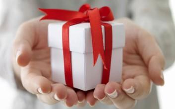 Κρατάει εδώ και 47 χρόνια κλειστό το χριστουγεννιάτικο δώρο της πρώην του