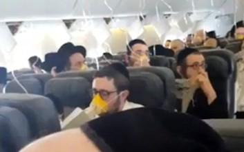 Επιβάτες αεροσκάφους προσεύχονται στη διάρκεια αναγκαστικής προσγείωσης