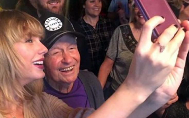 Το χριστουγεννιάτικο δώρο της Taylor Swift σε 96χρονο