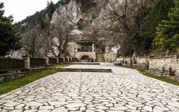 Το μοναστήρι που βρίσκεται ανάμεσα σε γη και ουρανό