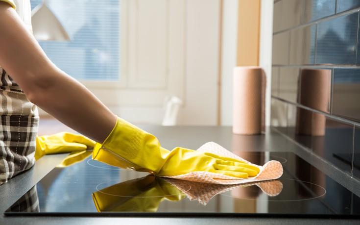 Καθαρίστε οικονομικά και οικολογικά τις συσκευές της κουζίνας