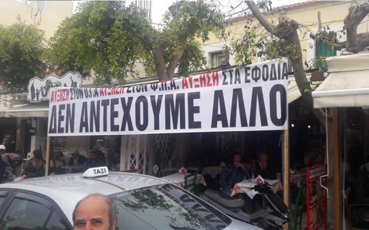 Τσίπρας σε αγρότες: Δεν θα μείνουν στην αίθουσα οι δημοσιογράφοι για να κάνετε θέατρο