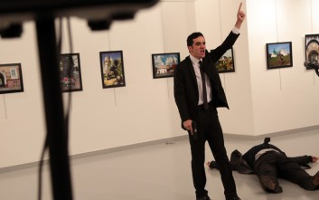 Καρέ καρέ η εν ψυχρώ εκτέλεση του πρεσβευτή της Ρωσίας