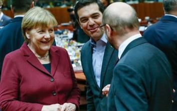 Με γέλια και αγκαλιές υποδέχθηκαν τον Τσίπρα στη Σύνοδο Κορυφής