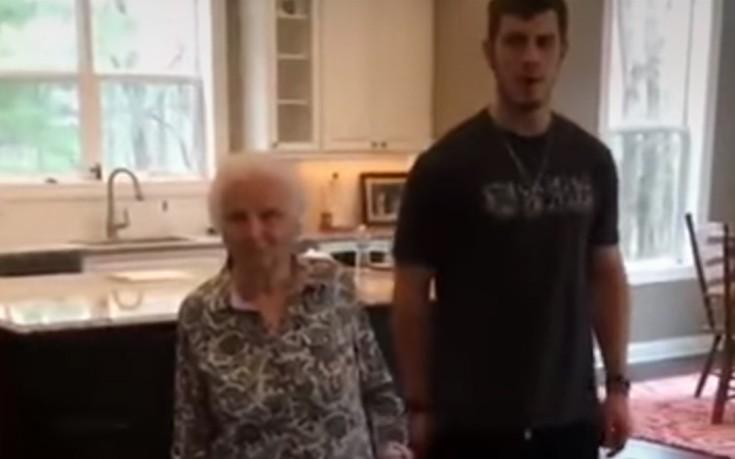 Η γιαγιά που λάτρεψε το διαδίκτυο