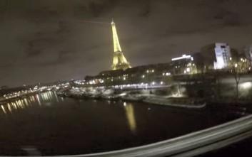 Έτσι είναι το Παρίσι πάνω από την οροφή ενός τρένου