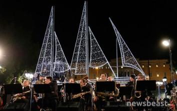 «Μύρισαν» Χριστούγεννα στην πλατεία Συντάγματος