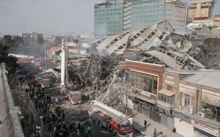Τρία πτώματα ανασύρθηκαν από τα συντρίμμια του ουρανοξύστη στο Ιράν