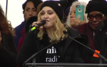H Μαντόνα στην πορεία των γυναικών κατά του Τραμπ