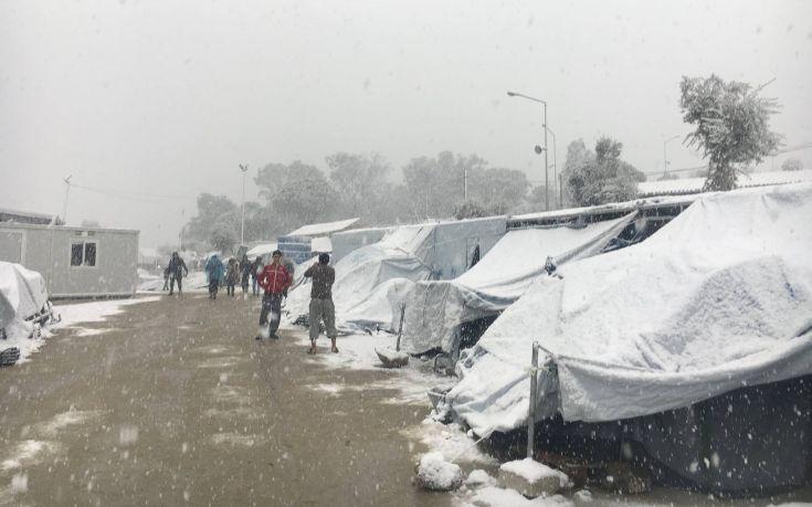 «Οι πρόσφυγες κινδυνεύουν να παγώσουν στα ελληνικά νησιά»