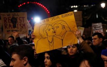 Δεκάδες χιλιάδες διαδηλωτές κατά του Τραμπ στο Λονδίνο