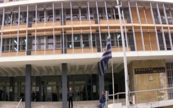 Ένταση με αντιεξουσιαστές και ΜΑΤ στα Δικαστήρια Θεσσαλονίκης