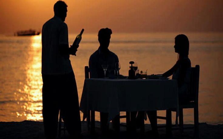 Μειώθηκαν οι Έλληνες τουρίστες, αλλά αυξήθηκαν τα χρήματα που ξόδεψαν