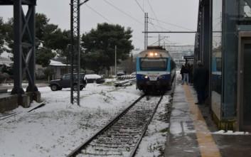 Αποκατάσταση δρομολογίων των τρένων μετά το χάος λόγω χιονιά
