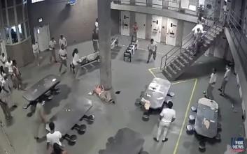Μαχαιριές και συγκρούσεις σε φυλακή των ΗΠΑ