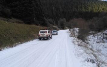 Αυτοκίνητα εγκλωβίστηκαν στον πάγο στη Γορτυνία