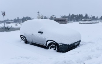 Άνιση μάχη με το χιονιά στη Σαμοθράκη