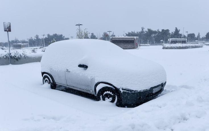 «Μάχη» με το χιόνι για να ανοίξουν οι δρόμοι στην Ήπειρο