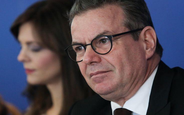Πετρόπουλος: Μειώνονται οι εισφορές στους ελεύθερους επαγγελματίες