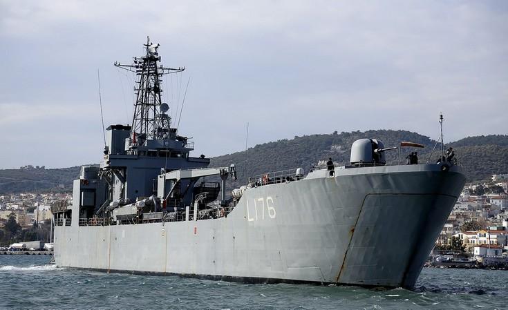 Στη Λέσβο το Αρματαγωγό του Πολεμικού Ναυτικού για τους πρόσφυγες