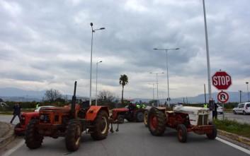 Παραμένει κλειστή η εθνική οδός Θεσσαλονίκης-Σερρών, επιστρέφουν οι αγρότες