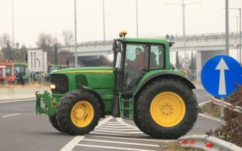 Αγρότες και κτηνοτρόφοι έκλεισαν το τελωνείο Κρυσταλλοπηγής