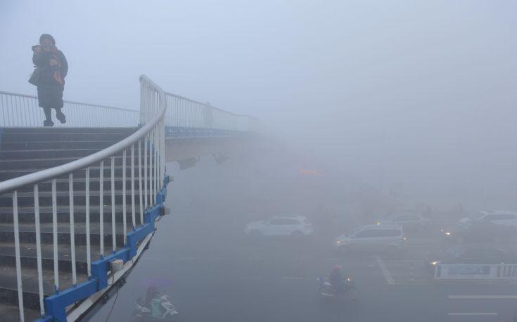 «Πορτοκαλί συναγερμός» στο Πεκίνο για την ατμοσφαιρική ρύπανση